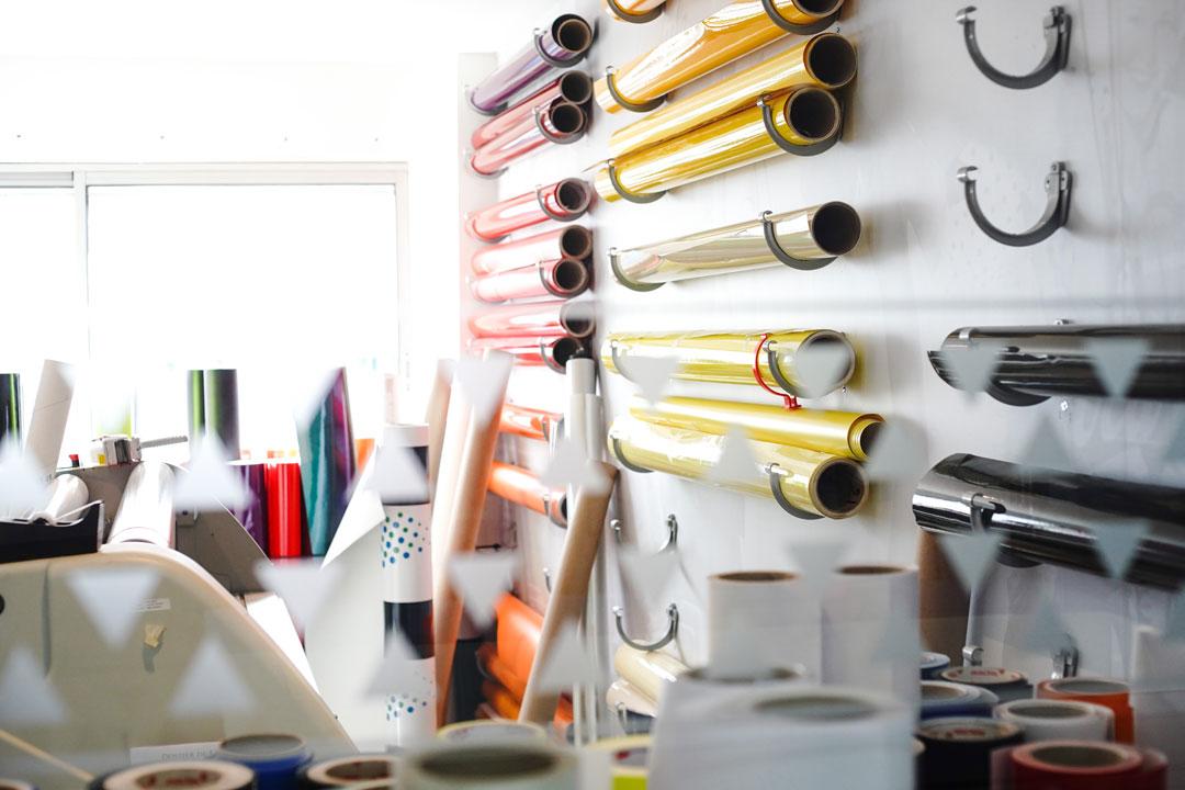 impression et pose d'adhesifs caen normandie Klik Studio