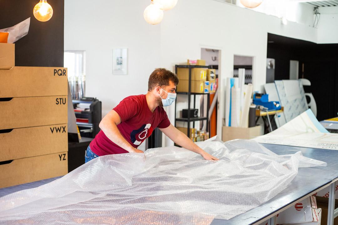 preparation des affiches mcdo chez klik studio
